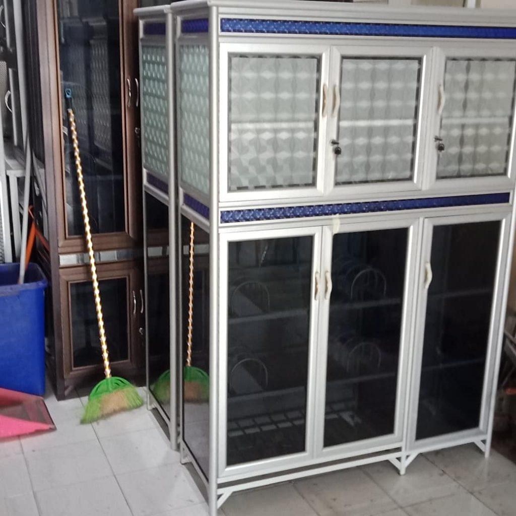 lemari kaca terbaru