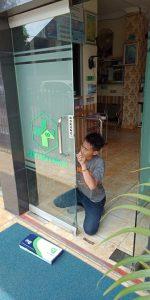 proses pembuatan pintu kaca